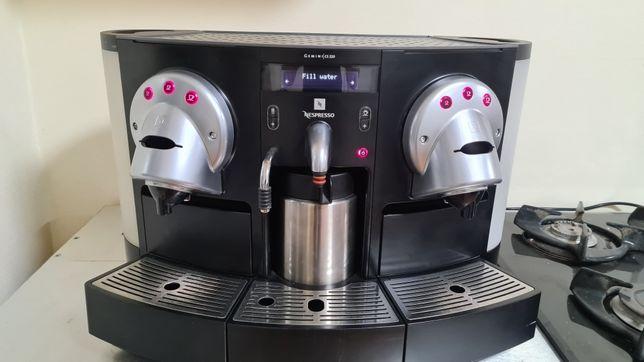 Срочно недорого продам отличную фирменную кофе машинку.