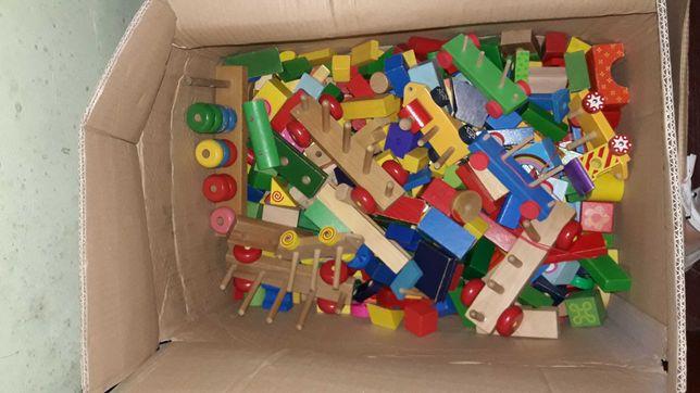 Cuburi din lemn și trenulete