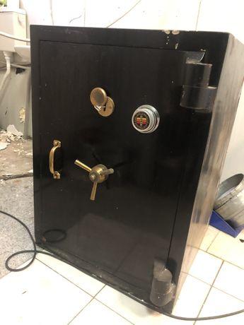 Масивна огнеупорна каса с ключ и код