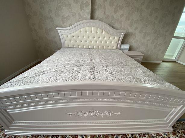 Спальная кровать с 2мя прикроватными тумбами