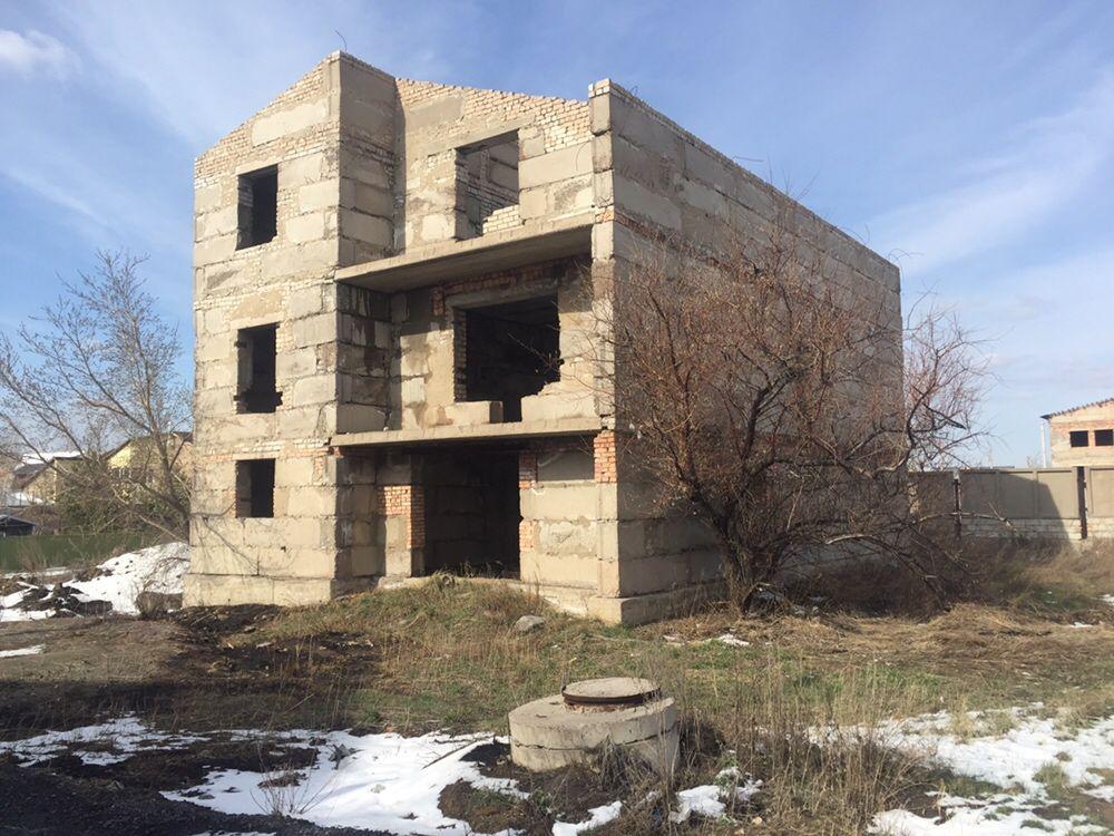 Продаётся недостроенный дом в районе Отрадное.