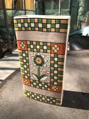 Керамична ваза за сухи цветя за стена