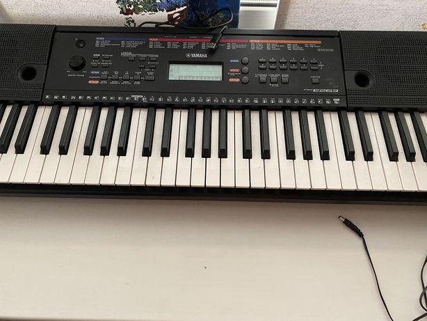 Продам синтезатор ямаха E263