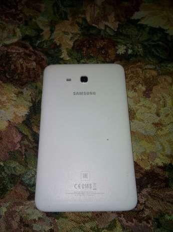 Классный планшет Самсунг таб3 с симкартой оригинал Samsung tab3