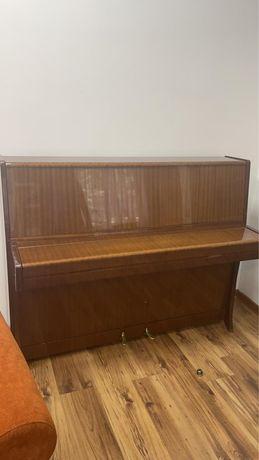 Продается пианино Petrof