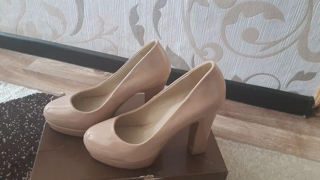 Продам туфли лакировный
