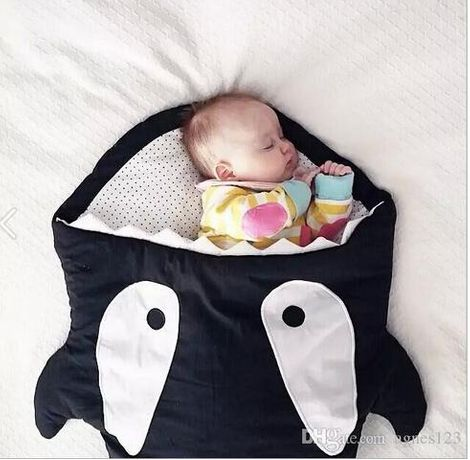 Sac de dormit bebe in forma de rechin