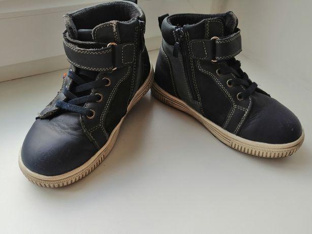 Продам осеннюю обувь для мальчика
