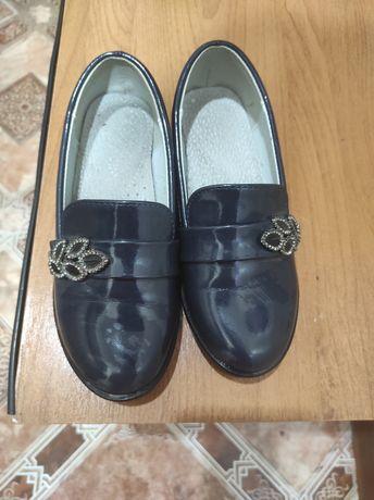 Продам школьные туфли