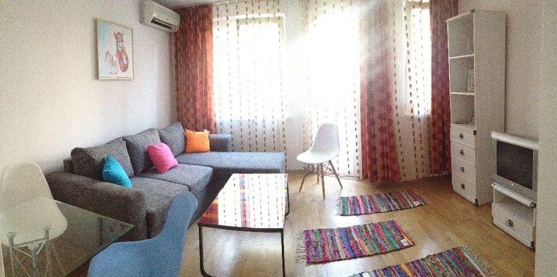 Апартамент за нощувки център гр. Бургас - image 1