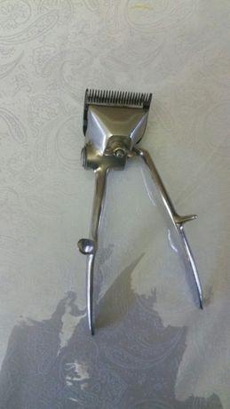 Механическая машинка для стрижки волос.