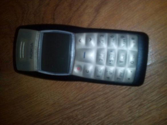 Продавам телефон Nokia 1100 със слушалки азиатско производство