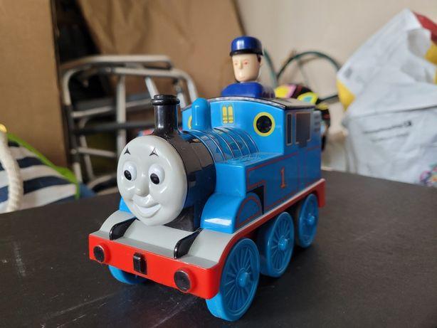 Tren apasa și ridica Thomas