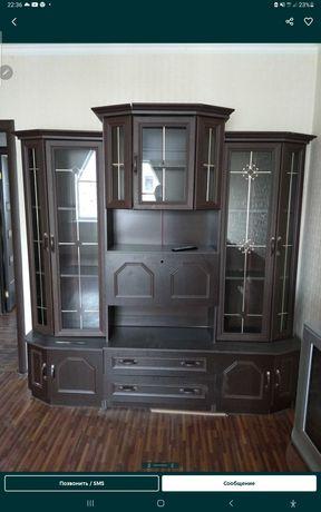 Продам срочно стенку и диван много разных мебели цена разные узнать