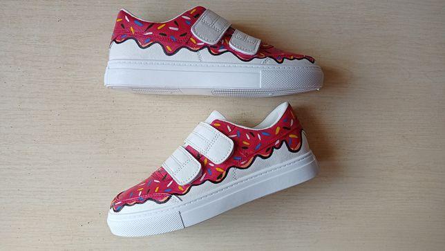 Кастомизированные кроссовки