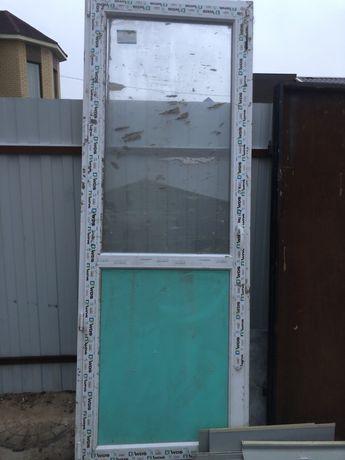 Продам дверь пластиковую размером 240х90 в хорошем состоянии