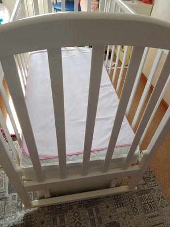 Кроватка  для малыша,маятником