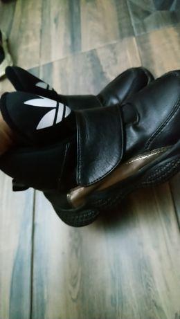 Осенние кроссовки адидас
