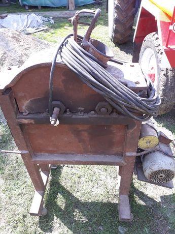 Mașină de bătut porumb