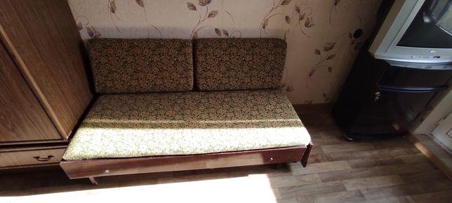 Маленька кровать-диван