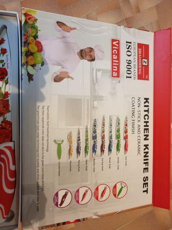 Продаётся новый набор кухонных ножей.