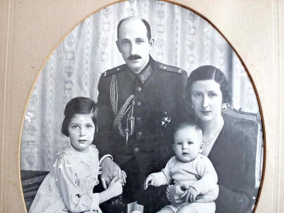 Голяма Картина на Царското Семейство! гр. Кърджали - image 4