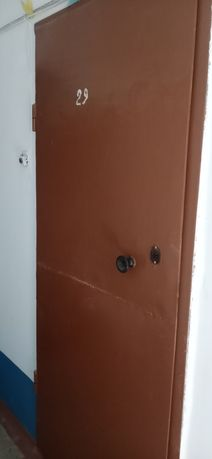 Продам железную дверь входную в хорошем состоянии