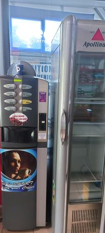Expresor cafea colibri și vitrina frigorifica cola
