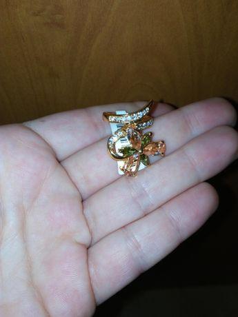 Красив позлатен пръстен