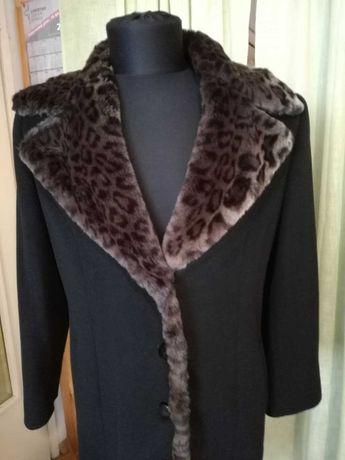 Елегантно дамско палто-ново