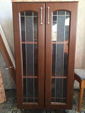 Продам напольный шкаф  для гостинной  под стеклом