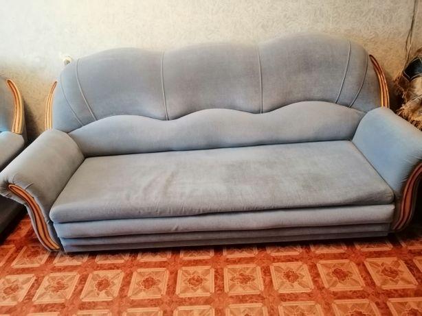 Продам мягкий уголок, диван и два кресла. В идеальном состоянии.