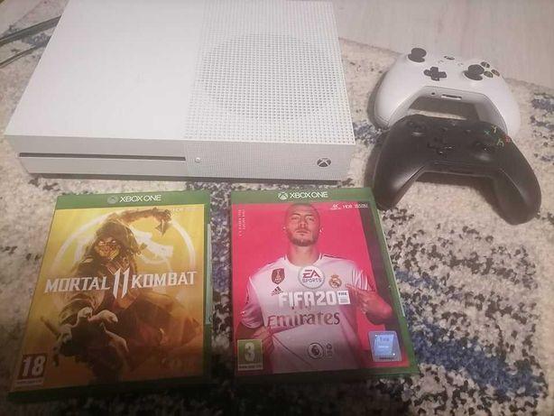 Xbox One S 2 manete 2 jocuri FIFA si Mortal Kombat