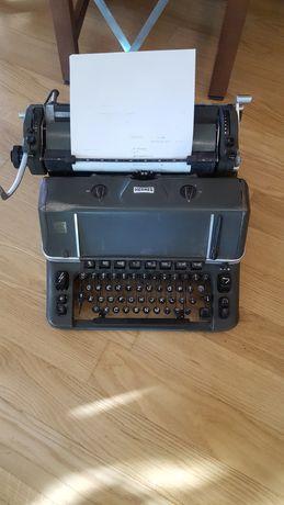 Masina veche de scris Hermes