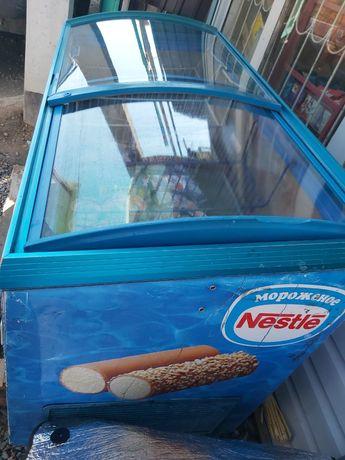 Морозильник большой