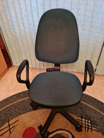 Продаю офисный стул