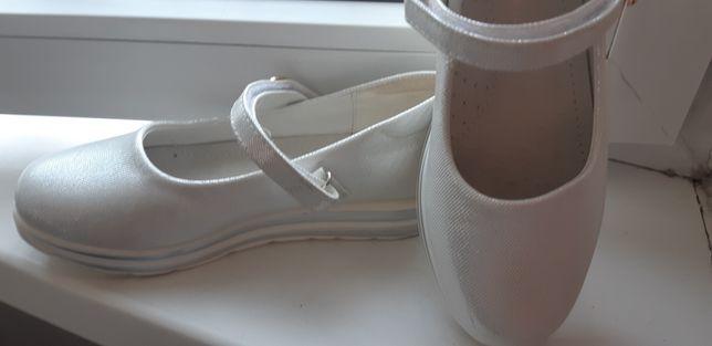 Туфли белые 32 размер