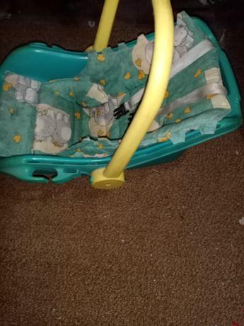Кошница за бебе много удобна която може да се ползва и  като люлка.