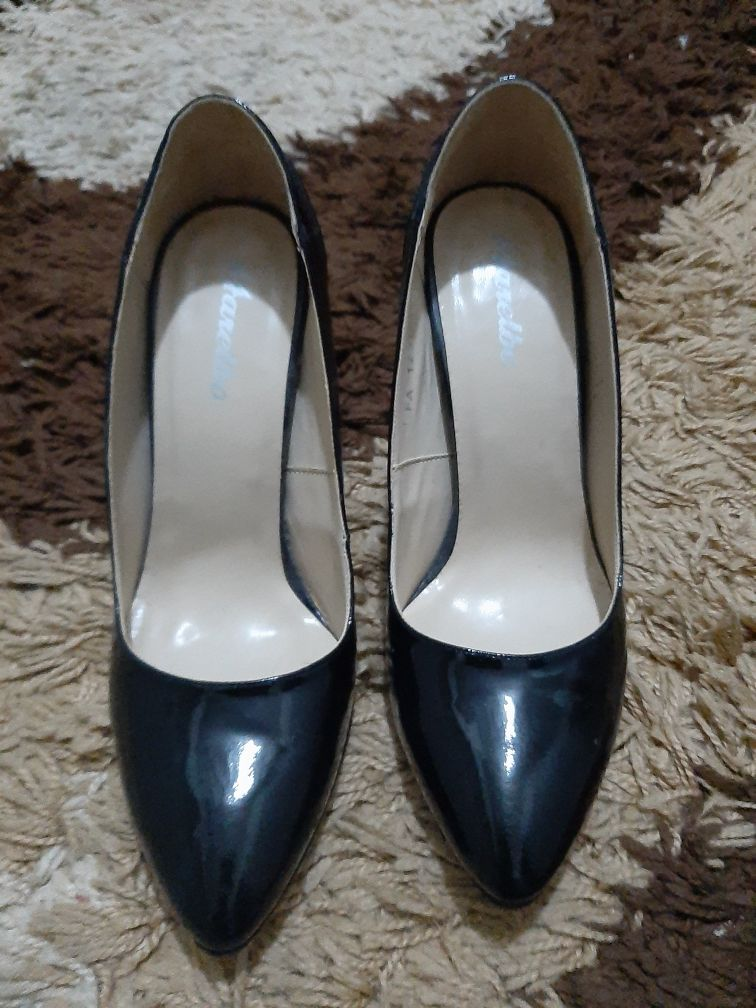 Pantofi piele lacuita