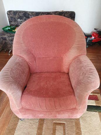Продам кресло, целое мягкое