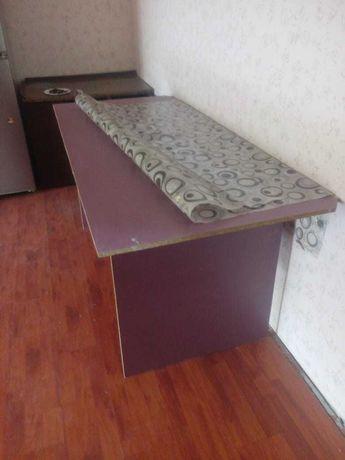 Стол кухонный. В хорошем состоянии - 5 тыс.