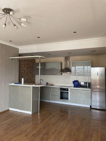 Кухонный гарнитур с встроенной техникой