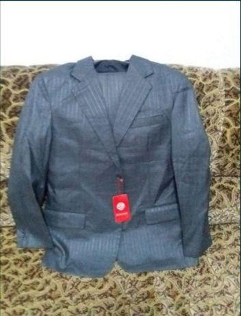 Продам новый мужской костюм. Этикетка чехол все есть абсолютно новый.