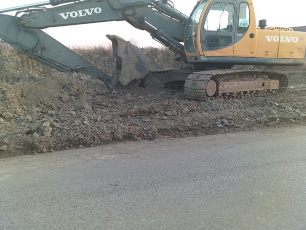Inchiriez excavator volvo 22t