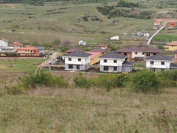 Vând teren pentru construcții