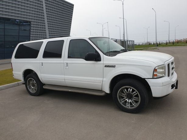 Ford Excursion 2005 года.