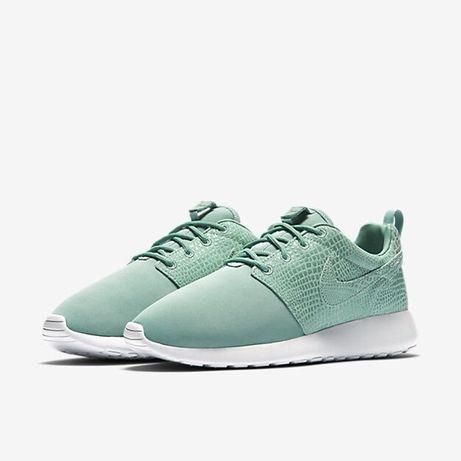Nike Womens Roshe One Print Running Trainers