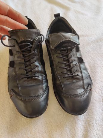 Sneakersi levis 42