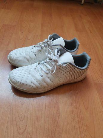Adidasi sport/ fotbal sala marimea 38