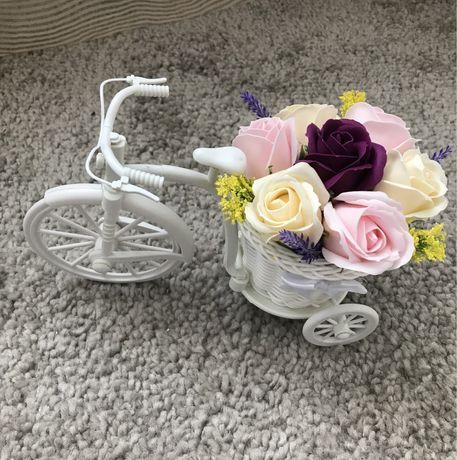 Aranjament (decoratiuni) din flori de sapun